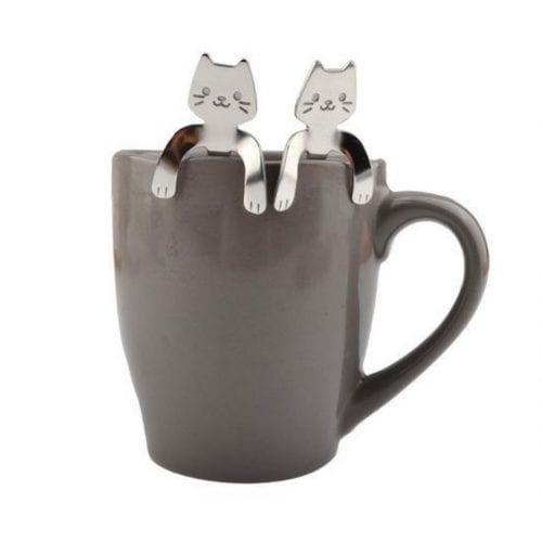 Katteteskje i kaffekopp