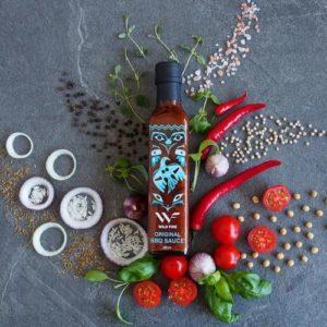 Original BBQ-saus fra Wild Fire Foods med diverse grønnsaker