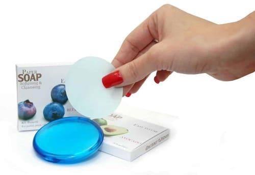 Papirsåpe med blåbærduft i bruk