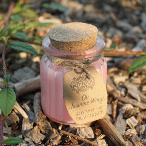 Duftlys på krukke med jasminduft - Ute i naturen